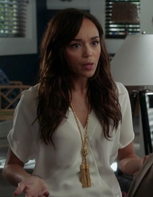 Ashley's white v-neck blouse and gold knot and tassle necklace on Revenge