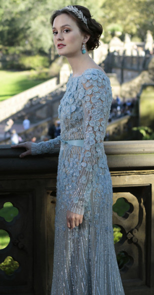 Blair Waldorfs blue longsleeved wedding gown on the Gossip Girl season 6 finale