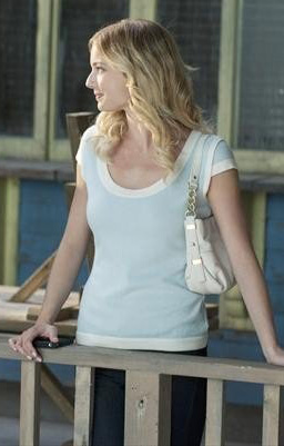 Emilys blue shortsleeved sweater with white trim on Revenge