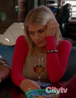 Jane's beige and red colorblock sweater on Happy Endings