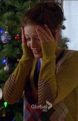 Marley's yellow argyle sweater with striped elbow patches on Glee