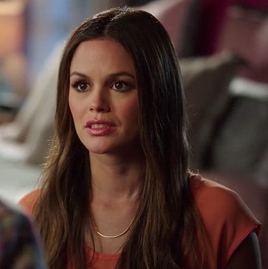 Zoe's gold curved bar necklace on Hart of Dixie