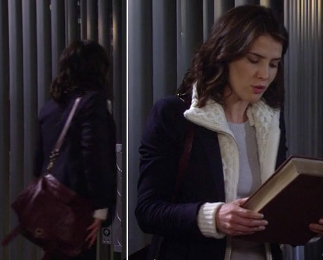 Robin's navy blazer with white knit layer and burgundy messenger bag on How I Met Your Mother