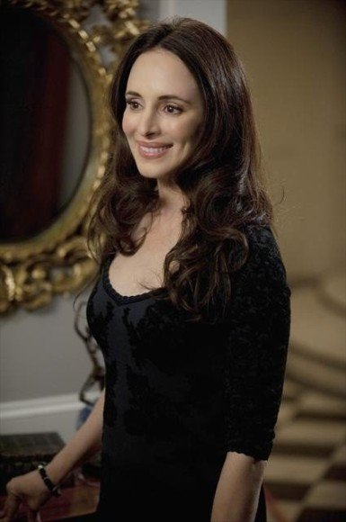 Victoria's black velvet dress on Revenge