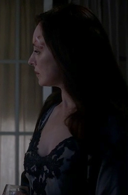 Victoria's grey and black night gown and robe on Revenge