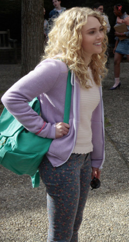 Carrie's blue and red floral jeans on The Carrie Diaries