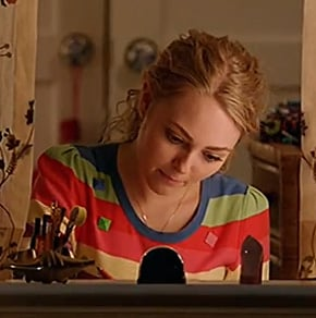 Carries rainbow stripe tee on The Carrie Diaries