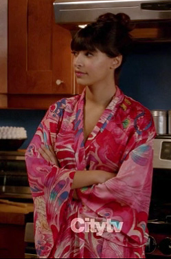 Ceces pink bathrobe on New Girl