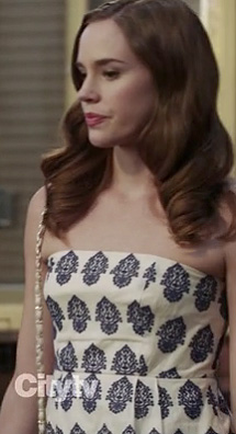 Charlotte's white strapless dress with navy blue print on Revenge