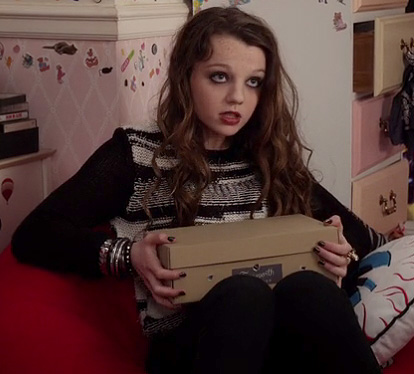 Dorrit Bradshaw's black and white sweater on The Carrie Diaries