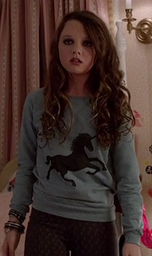Dorrit's unicorn sweater on The Carrie Diaries