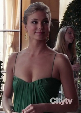 Emily's green draped gown on Revenge