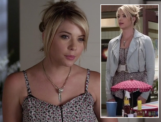 Hanna's daisy print top with black and white belt and cropped denim jacket on Pretty Little Liars