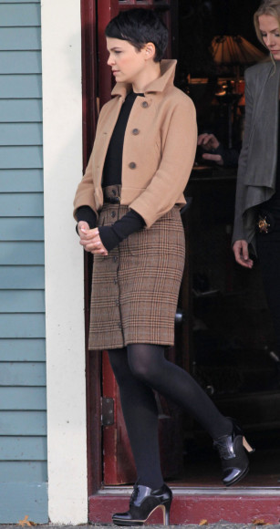 Mary Margarets cropped camel jacket on OUAT