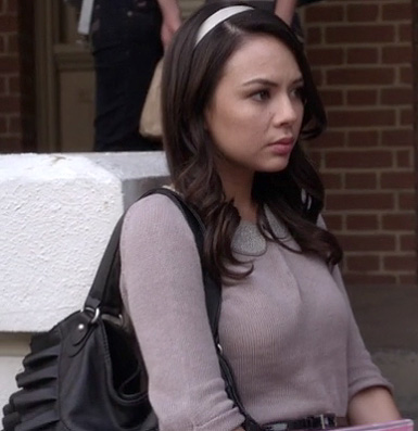 Mona's beige peter pan collar sweater on Pretty Little Liars