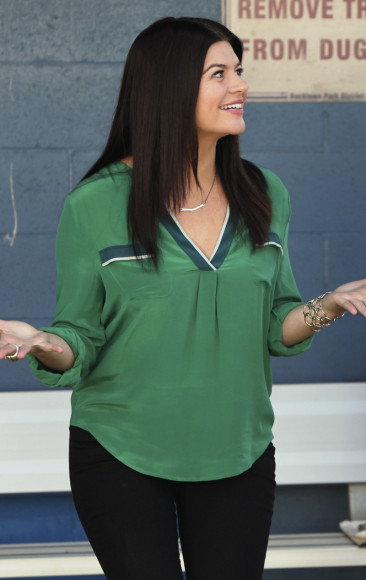 Penny's green top on Happy Endings