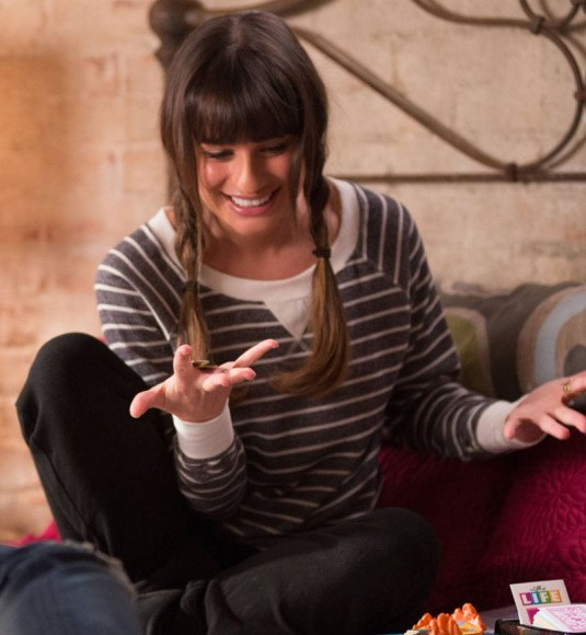 Rachel Berrys grey and white stripe sweatshirt on Glee