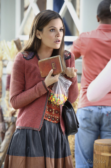 Zoe Hart's red jacket on Hart of Dixie