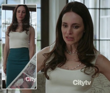 Victoria's green pencil skirt and white tank on Revenge