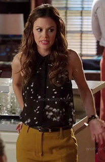 Zoe's black sleeveless blouse and mustard pants on Hart of Dixie