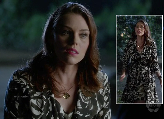 AnnaBeth's black and white floral printed trenchcoat on Hart of Dixie