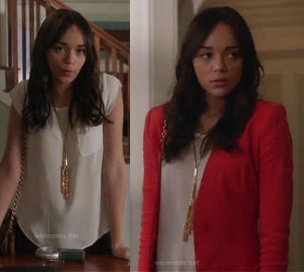Ashley's red blazer, white blouse with breast pocket and gold tassel necklace on Revenge