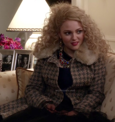 Carrie's houndstooth coat with faux fur collar on The Carrie Diaries