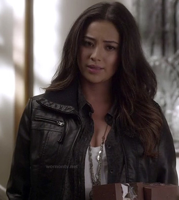 Emily's black faux leather jacket on PLL