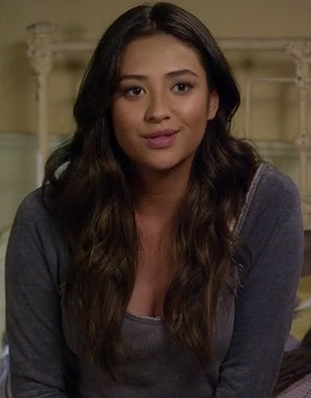Emily's grey baseball style tee on Pretty Little Liars