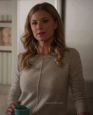 Emily's grey sweater with external seams on Revenge