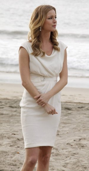 Emilys white dress at the wedding on Revenge