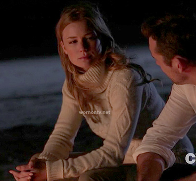 Emily's white cable knit turtleneck sweater on Revenge
