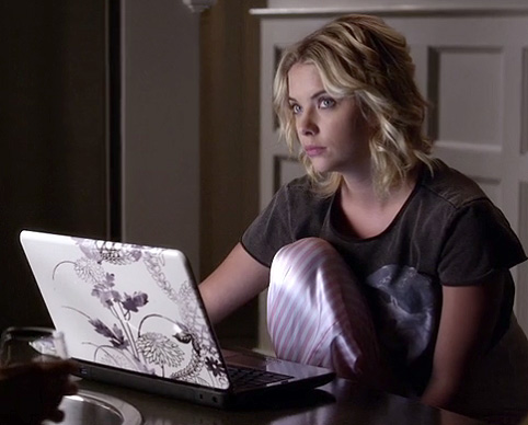 Hanna's cropped unicorn tee and pink stripe pj pants on PLL