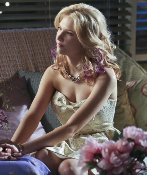 Magnolia's white dress with big bow on Hart of Dixie