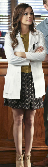 Zoe Hart's yellow cardigan and black skirt on Hart of Dixie