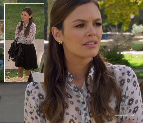 Zoe's white/black floral shirt and gold horseshoe earrings on Hart of Dixie