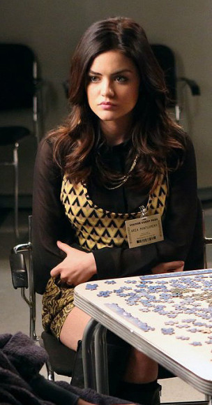Aria's yellow geo print top on PLL