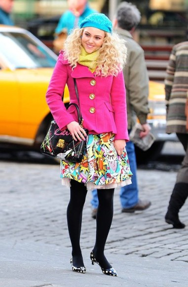 Carrie's comic print dress on The Carrie Diaries
