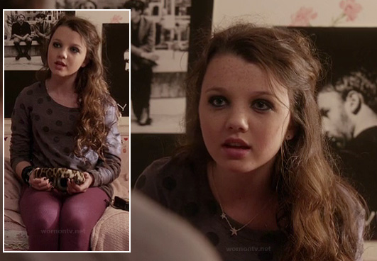 Dorrit's grey polka dot sweater, magenta purple tights and star necklace on The Carrie Diaries
