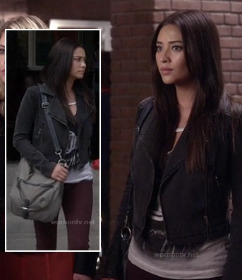 Emily's black denim jacket, white graphic tee and grey bag on Pretty Little Liars