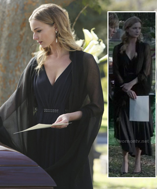 Emily's black belted dress at the funeral on Revenge