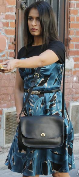 Padma's blue floral dress and black bag on Revenge