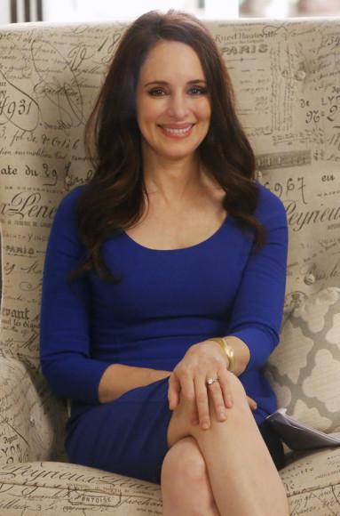 Victoria's blue three quarter sleeve dress on Revenge