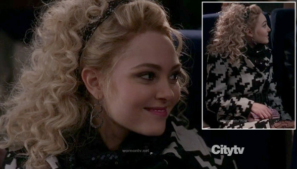 Carrie's black and white houndstooth coat on The Carrie Diaries
