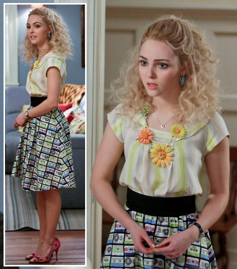 Carrie's cassette tape print skirt, gerbera necklace and pink polka dot heels on The Carrie Diaries