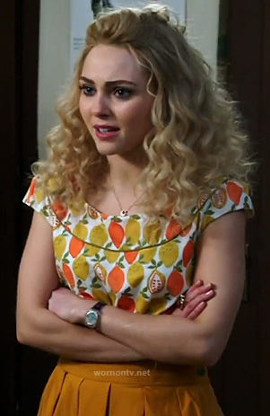 Carrie's orange and lemon print top and yellow pleated skirt on The Carrie Diaries