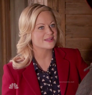 Leslie's navy blue shirt with tiny chicken print and red blazer on Parks & Recreation