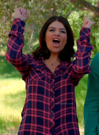 Penny's pink and blue plaid shirt on Happy Endings