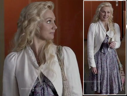 Scarlett's purple paisley dress and white cropped jacket on Nashville