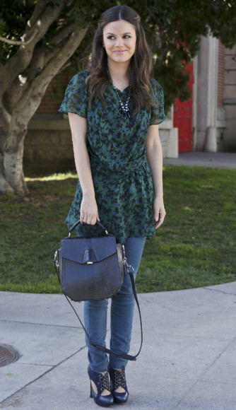 wornontv zoe s green dress over jeans with black bag and lace up shoes on hart of dixie. Black Bedroom Furniture Sets. Home Design Ideas